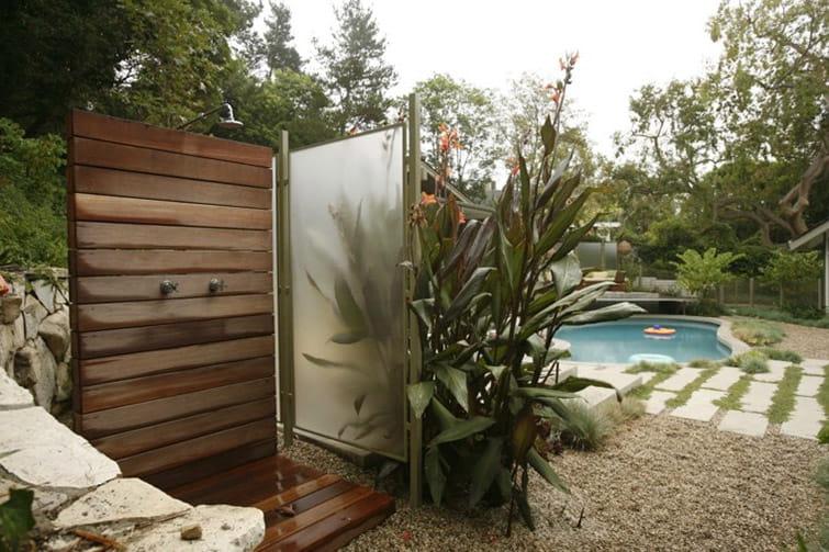 Las mejores duchas para tu piscina y cómo instalarlas