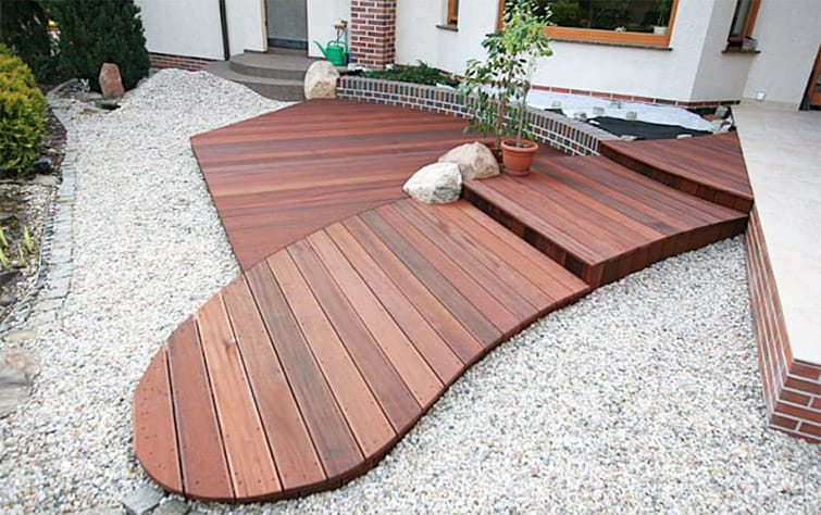 Suelos de madera para tu terraza o porche for Suelos para porches y terrazas