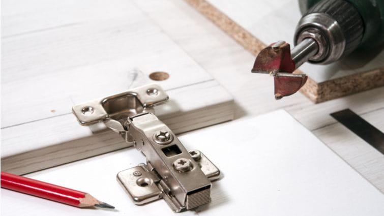 Bisagras para muebles de cocina: tipos y colocación